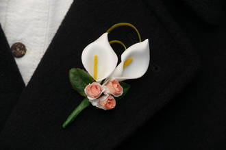White Mini Calla Lily Blooms & Apricot Mini Rose Buds